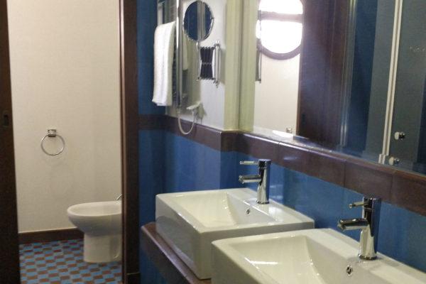 bathroom9a